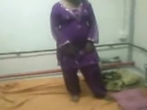 Pakistani guy fucks nurse from sialkot. She wears beautifull  Salwar kameez...