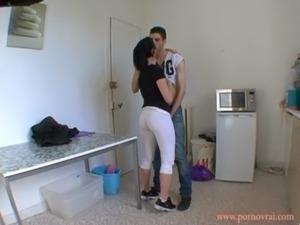 FRENCH amateur Lana baise dans sa cuisine ! free