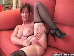 British granny Joy spreads her fuckable pussy free