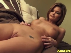Naked anal loving amateur fucking in bed
