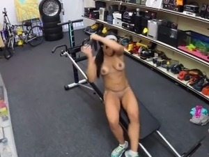 Hot gym instructor pawns her wet pussy