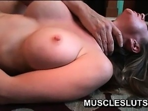 Sexy brunette muscle babe gets a good pussy workout