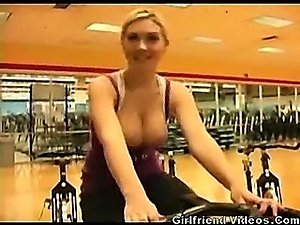 Hottie Flashing At The Gym