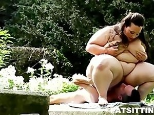 Massive BBW Jitka facesitting a skinny guy