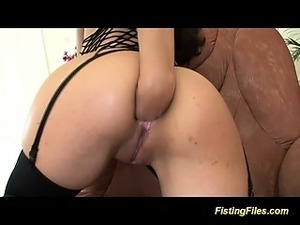 sexy babe enjoys her first extreme anal fisting lession