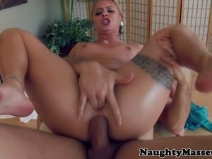 Cameron Canadas anal on masseurs table showing what she made of in HD