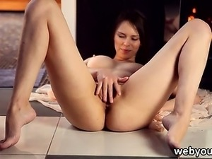 Beata Undine fingers her pussy and clit