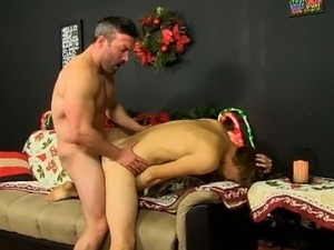 Gay XXX Patrick Kennedy catches hunky muscle guy Santa deliv