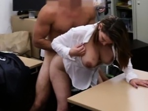 Foxy business lady fucked to earn money for a plane ticket