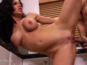 Veronica Avluv deepthroats before taking a wet pussy pounding!