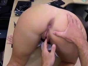 Amateur whore exchanged her pussy with a chunk of money