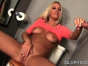 Hoe eats shaft and rubs pussy on gloryhole