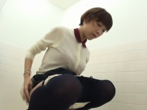 Japanese ho pee in toilet
