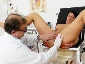 Brunettes milf twat exploration