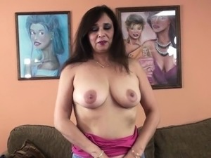 Busty MILF Alesia Pleasure is blowing a guy she just met