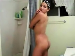 Sexy Teen In The Bathroom on Webcam