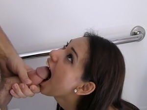 19 yo Kinky Diane swallowing while she's sitting onto the toilet