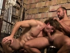Buff stud gets ass cummed