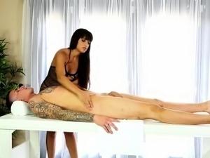 Latina masseuse gets cum