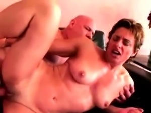 Muscled Babe Loves To Be On Top Of Cock