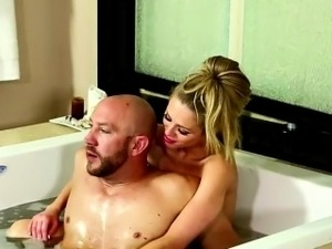 Horny stud gets his hefty prick massaged in the bath