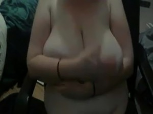 webcam  was busy with playing with her big saggy titties