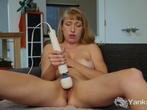 Tempting Verronica Vibrating Her Quim