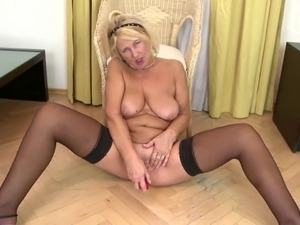 Old slut granny with thirsty vagina