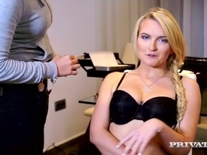 Sizzling and glamour porn model Jemma Valentine gives hot interview