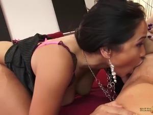 Lesbian MILFs Nikki Phoenix and Jessica Bangkok eat pussy