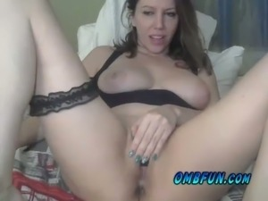 Hot and elegant white lady on webcam flashing and rubbing her pussy