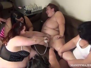 Plump MILF Lady Lynn Gets Her Pussy Spread by Mandy Majestic