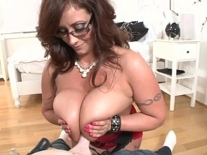 Big-boobed brunette mom drives a guy crazy with a fantastic titjob
