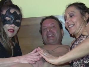 Morena vs Valentina Vai di culo e di vagina (CXD01317)