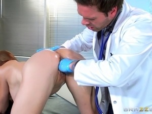 Patient gives the doctor a footjob then lets him fuck her