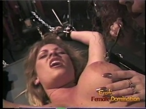 Luscious blonde tart likes having her pussy pleasured in the