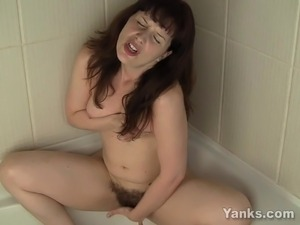 Sexy Helena Squirt In Bath