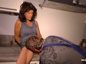 Plumber seduces a mature housewife into pounding him
