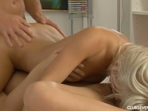 Tempting girls pleasing handsome man in threesome video