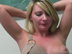 Blonde hottie lets a guy play with her cunt in armpit fetish scene