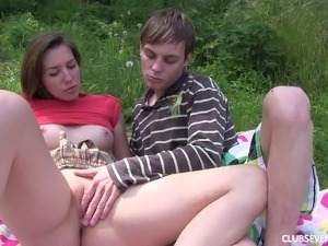 Seductive teen gets creampied after a hardcore banging outdoors