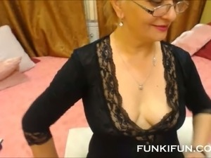 There's nothing I want more than to fuck this gorgeous mature slut