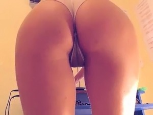 Hot vip ass fingering herself on live webcam