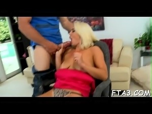 Massive ding-dong causes floozy to cum