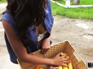 Picking Up an Ebony Teen video starring Diamond Monrow