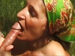 Old Euro MILF outdoor sex