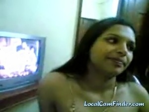Sexy mature indian lady shows of her nice tits and teasing on webcam