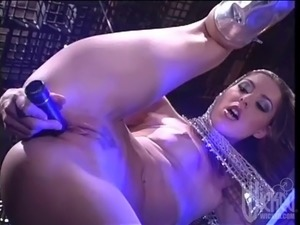 babe sexed up by lesbian aliens!