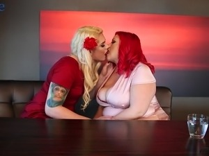 Pussy-loving shemale fucks a hot BBW in the bedroom