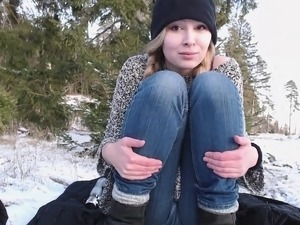 Skinny amateur blondie outdoor toying